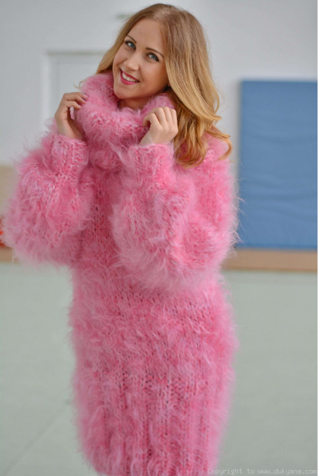 349e94b0f825 Chunky and silky huge Tneck mohair sweater in pink H15