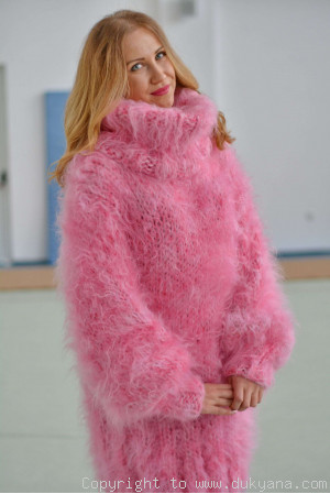 Chunky and silky huge Tneck mohair sweater in pink