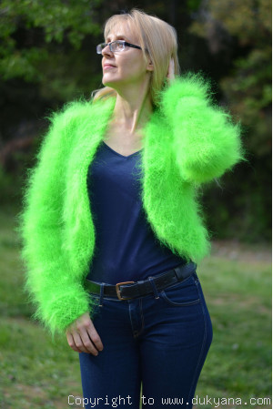 Fuzzy mohair bolero in green