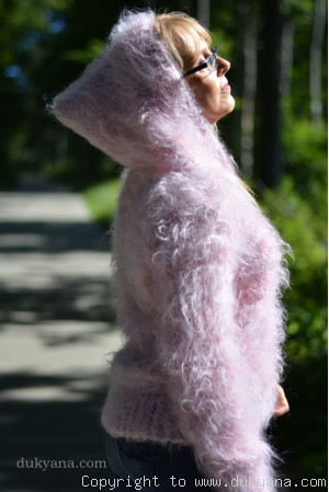 Fuzzy mohair hooded cropped cardigan in pink