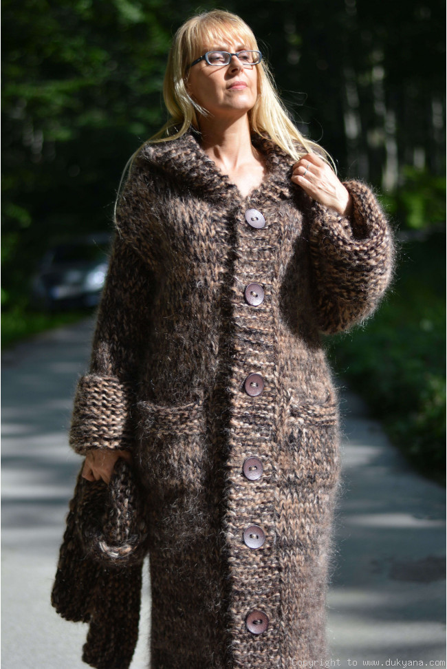 f83636141d9 Chunky and thick mohair cardigan in brown mix CA81