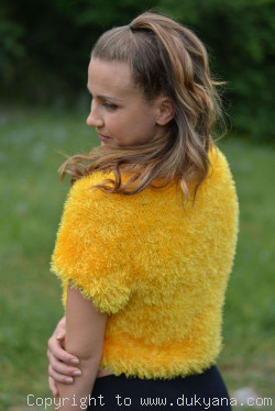 Cropped summer furry and hairy sweater in yellow