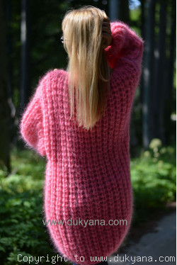 Chunky and silky crew neck mohair sweater in pink