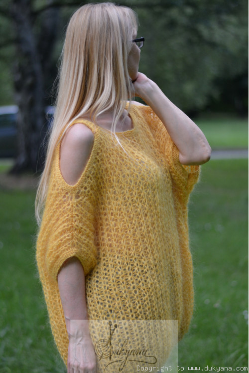 Balloon mohair sweater in golden yellow
