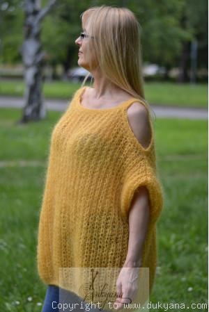 Balloon mohair sweater in golden yellow