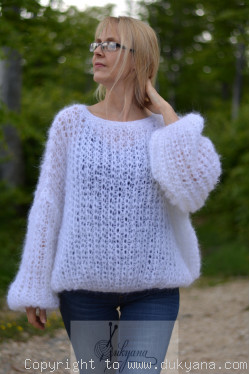 Balloon fishnet mohair sweater in white