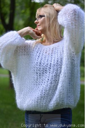 Balloon fishnet mohair sweater in white
