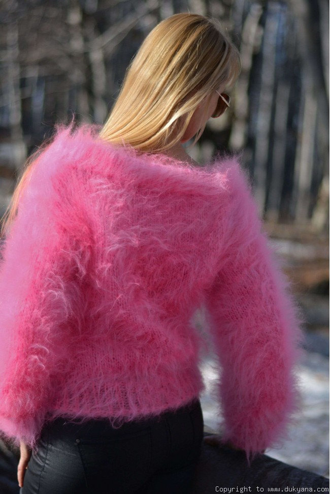 Cropped off-shoulder mohair sweater in hot pink/CR7