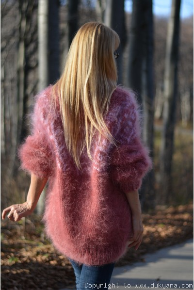Fuzzy and soft Icelandic T-neck mohair sweater in rose ashes