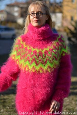 Fuchsia Icelandic mohair sweater