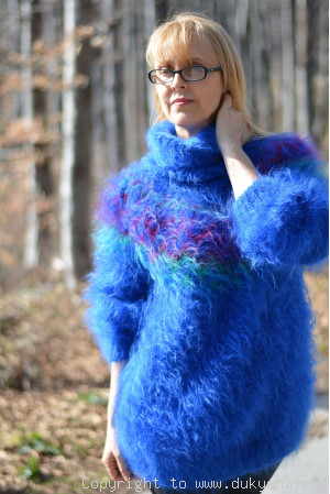 Fuzzy and soft Icelandic T-neck mohair sweater in royal blue