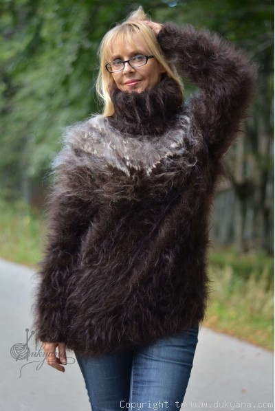Hand knitted fuzzy icelandic T-neck mohair sweater