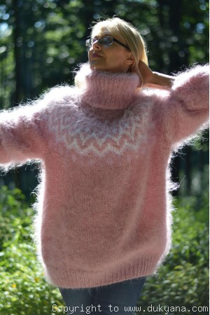 Fuzzy and soft Icelandic T-neck mohair sweater in faded rose