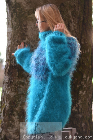 Fuzzy and soft Icelandic T-neck mohair sweater in electric blue