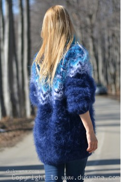 Fuzzy and soft Icelandic T-neck mohair sweater in navy blue
