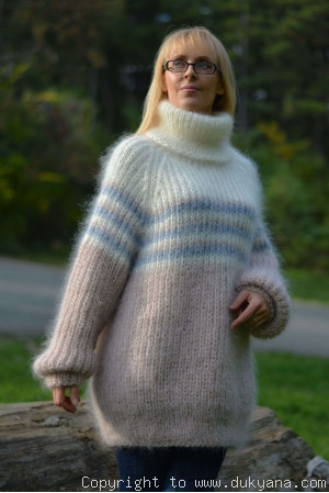 T-neck mohair sweater with raglan sleeve in beige and cream