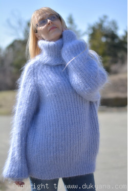 Knit mohair sweater with raglan sleeve in light blue
