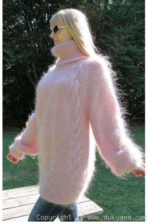 Soft mohair cable sweater with raglan sleeve in pink