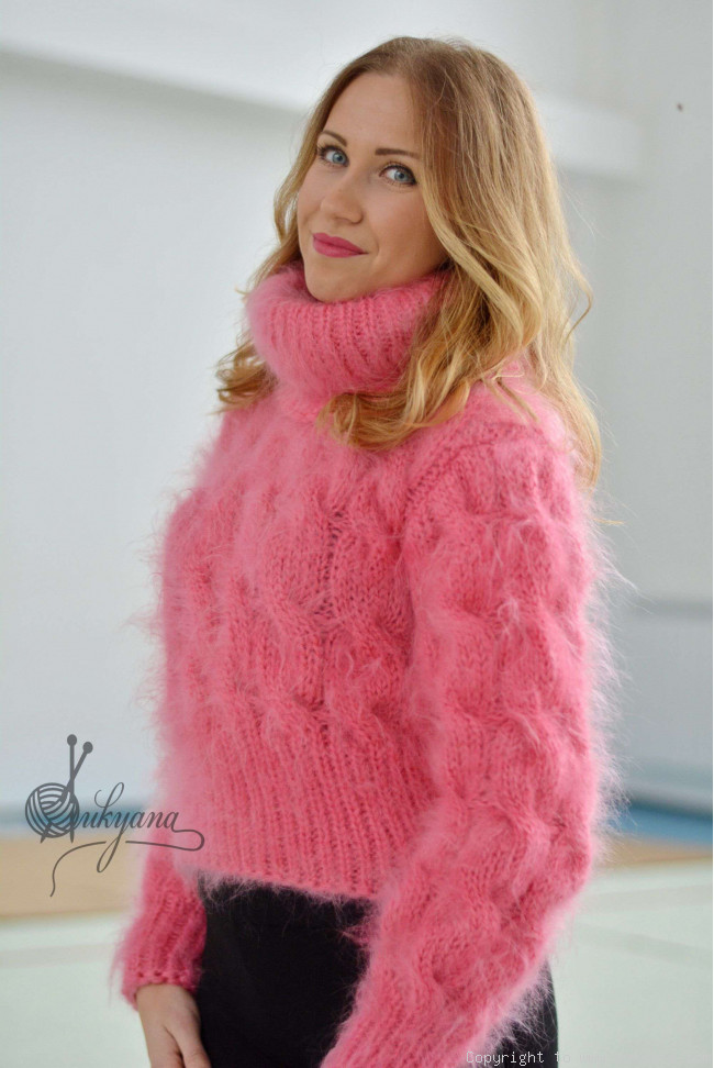 14cb35f05adc Cropped hand knitted cabled mohair sweater T90