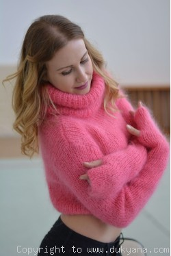 Cropped mohair Tneck sweater with thumbhole sleeves in hot pink