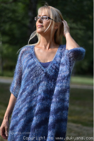 oversized slouchy summer V-neck mohair sweater in blue mix
