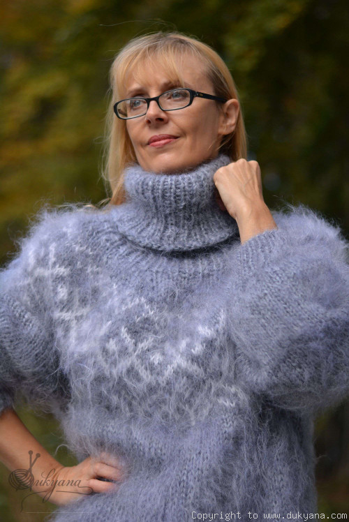 Hand knitted fuzzy Icelandic T-neck mohair sweater in light gray