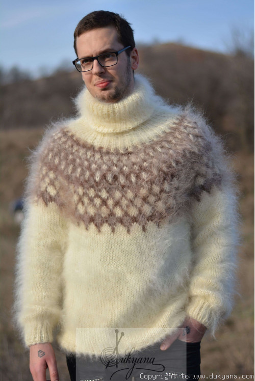 Fuzzy and soft Icelandic T-neck mohair sweater in Ivory