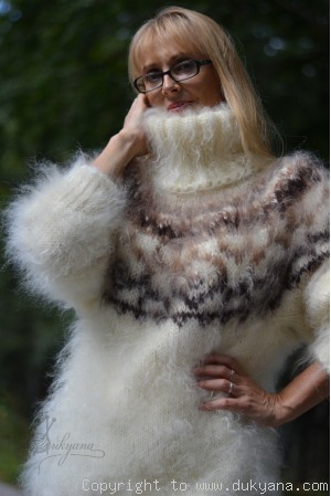 Icelandic T-neck mohair sweater in cream and brown