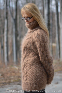 Soft mohair sweater Raglan sleeve Tneck cable pullover