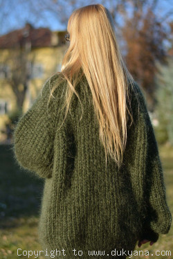 Unisex One-size knitted mohair sweater in hunter green