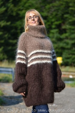 Oversized mohair sweater with raglan sleeve in brown