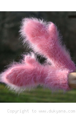 Fuzzy and thick chunky mohair mittens
