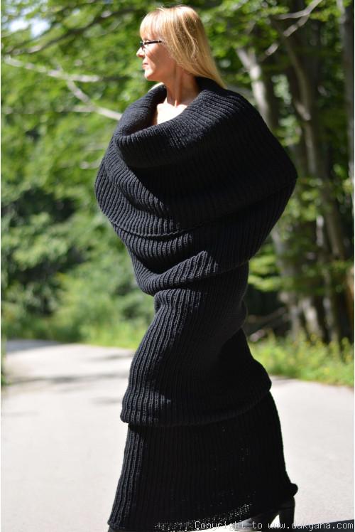 Black Hand Knitted Wool Huge Tube Scarf Sc18