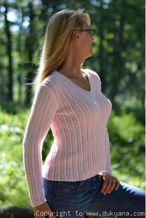 Egyptian cotton summer V-neck sweater in pale baby pink