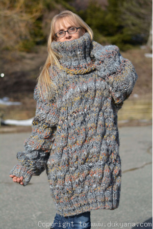 Oversized chunky cabled wool sweater in gray mix