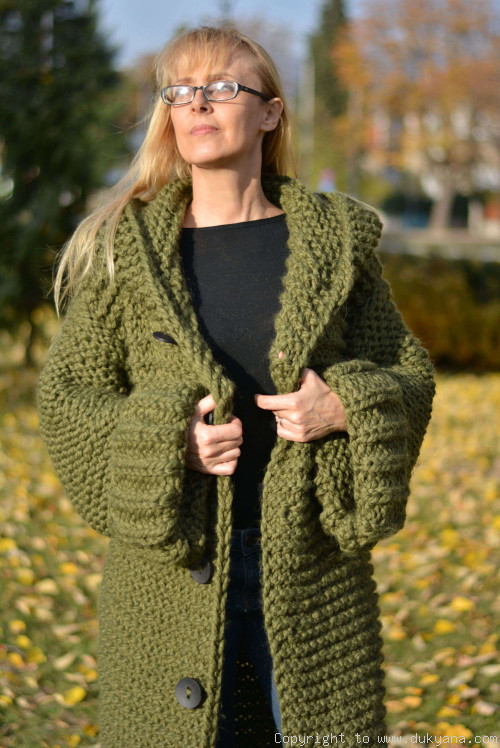 Hand knit unisex chunky wool blend hooded cardigan in hunter green