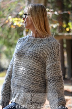 Chunky and supersoft wool sweater and beanie in marble gray
