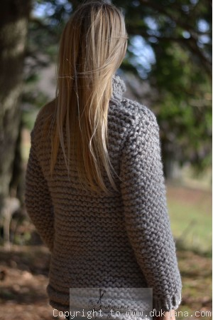 Chunky supersoft wool sweater with a heart in dove gray
