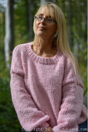 Chunky loosely knitted pure merino wool sweater