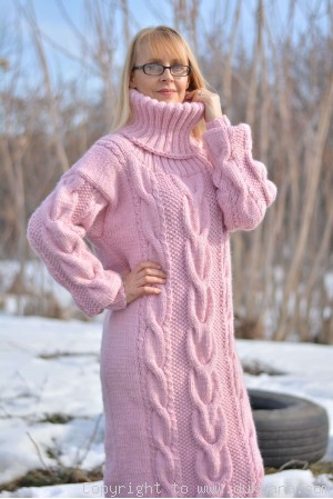 Pure merino wool T-neck sweater cable dress in pink