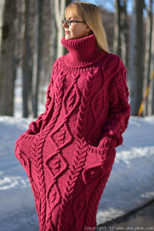 Soft merino blend T-neck cabled dress knitted in fuchsia