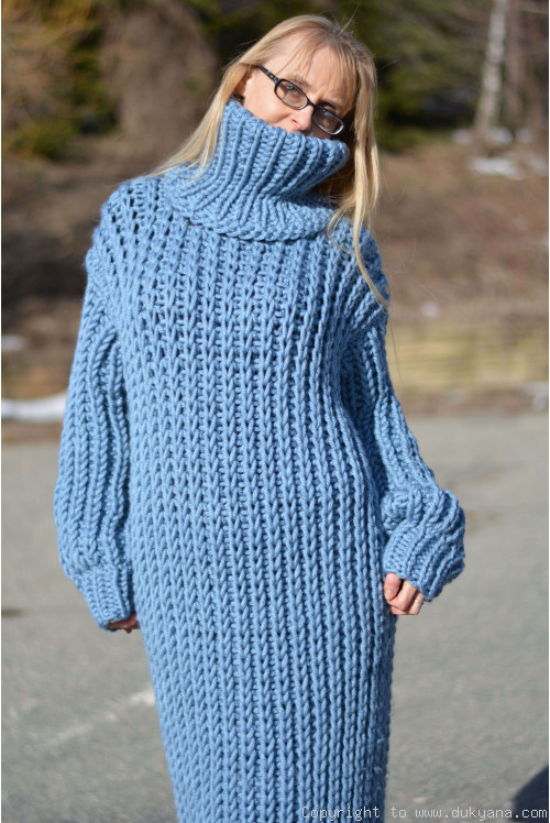 Chunky merino blend long T-neck sweater dress in blue