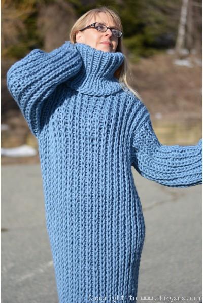 Chunky merino blend long T-neck sweater dress in blue