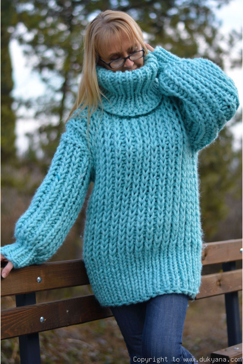 Chunky T-neck wool sweater in mint