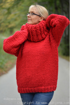 Big-collar chunky and soft handmade wool sweater in red