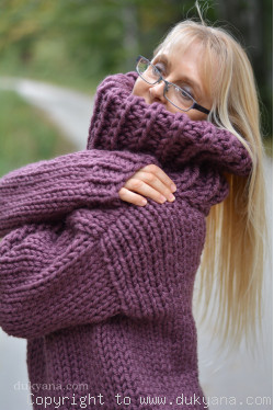 V-neck chunky and soft handmade wool sweater in aubergine
