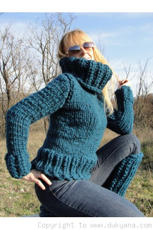 Hand knitted soft chunky cropped Tneck wool sweater