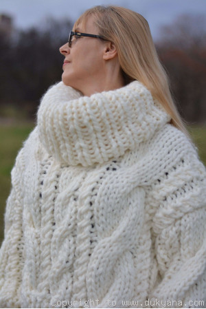 Chunky cropped slouchy T-neck cabled sweater in Ivory