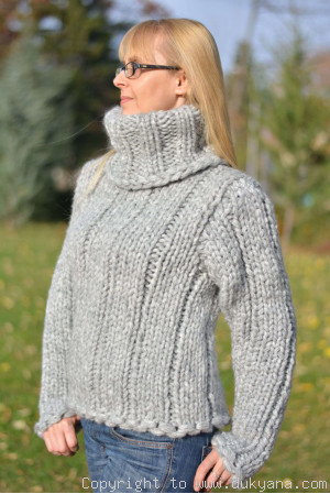 Chunky wool blend T-neck sweater in light gray
