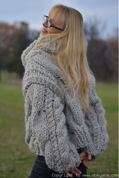 Chunky slouchy T-neck sweater in dove gray